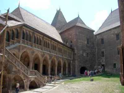 Curtea interioară a castelului